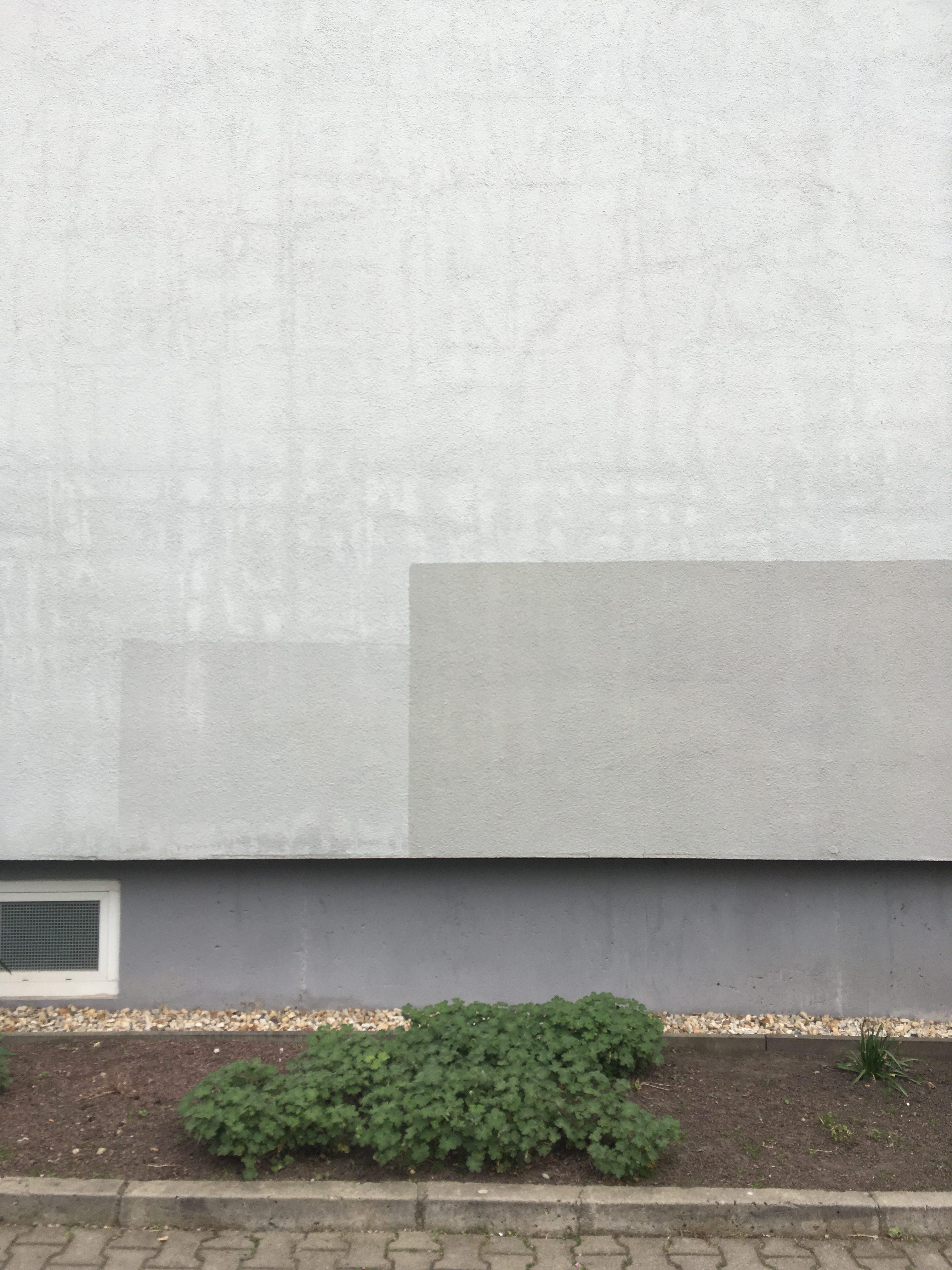 Überstrichenes Graffiti, Farbflächen, Wand in Halle/Saale